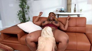 BBW Victoria Cakes teaches blonde slut Kenzie Reeves some discipline