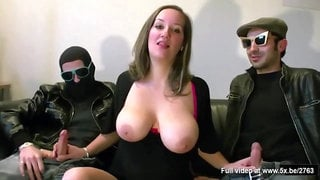They share Mia's tits in a threesome - anal for wild mom
