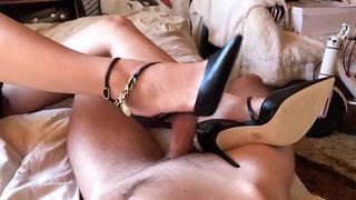 Shoejob w super seksownych szpilkach