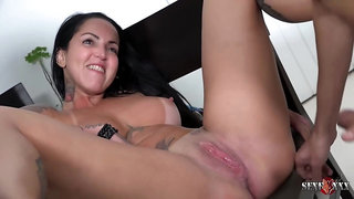 Inked brunette with big boobs and tan lines, Elisa Sanches had sex with a delivery guy
