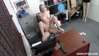 Shop lifter wants to be released so she fucks with the security guard