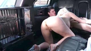 Porn Veteran Laetitia fucked in Limousine