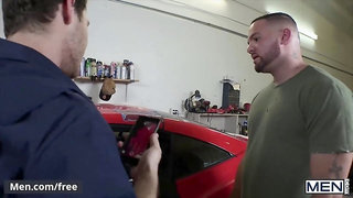Mencom - Hunk dude Julian Knowles pounded by his mechanic Paul Canon