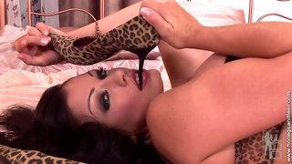 Aria Giovanni italian glamour babe hot foot fetish