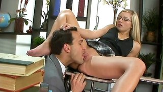 Blonde chick got her pussy thoroughly licked