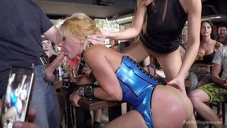 Nikki Thorne Rammed in Public