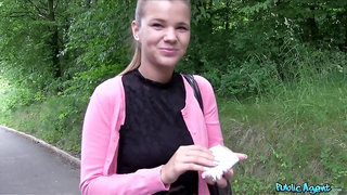 Fuck in the forest is a new sex experience for sweet Sarah Kay
