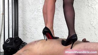 Adriana 3 - Trampling