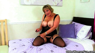 British cougar danielle works her screwable pussy with a massager