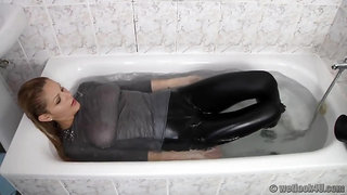 Pov Wetlook With Busty Blonde Babe In The Shower & Bathtub
