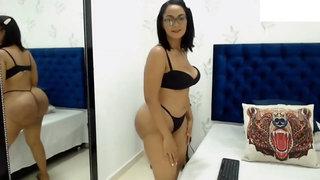 Chubby latina babe webcam erotic show