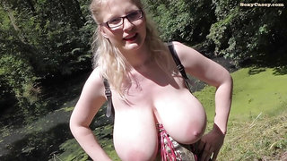 Casey deluxe Pissing in the Park