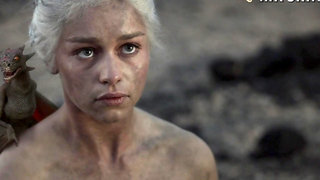 Awesome scene from GOT blonde Emilia Clarke flashing her nude body