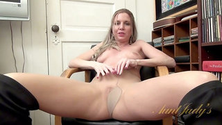 Jessica Taylor Spreads Her Pussy and Teases You