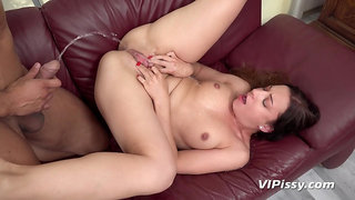 Teressa Bizarre in pee party for two