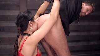Mommy gets anal sex fingered in pile driver