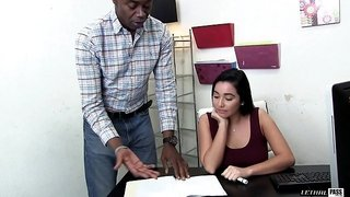 Black guy gives the white beauty all the pleasure she needs