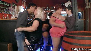 Huge tits bbw have fun in the bar