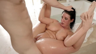 Soapy brunette surrenders to her well-hung man in bath