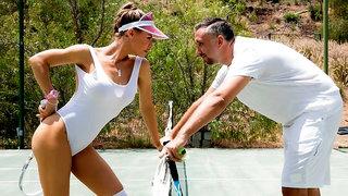 Rich sporty MILF Nicole Aniston takes a pretty long dick