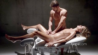 The handsome masseur lick her pussy