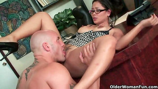 Asian milf Jessica Bangkok takes cumload in facehole