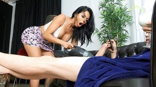 Latina Canela Skin gives blowjob to Jordi