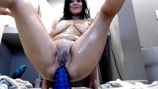 Anal gaping solo bitch uses toy