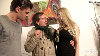 Lara, cougar sexy aux gros seins aime les jeunes français
