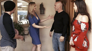 Having dropped a visit to her neighbor slutty MILF Reagan Foxx gives nice head