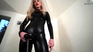 Lucy-Cat - Strap-On Latex Catsuit Domina - Wichsanleitung