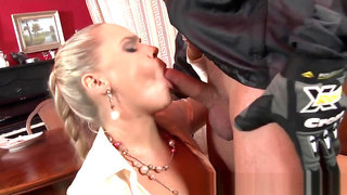 Goldenshower slut blows