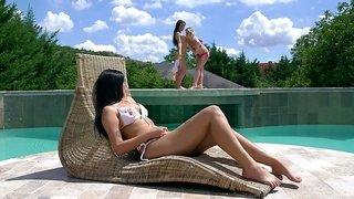 Bikini girl Loren Minardi lures two girls at once for lesbian intercourse