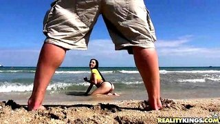This Is How To Pick Up Your Bitch At The Beach