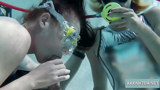 Horny scuba diver Minnie Manga gives nice blowjob right under water