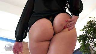 Gorgeous British Babe Paige Turnah has a big juicy ass