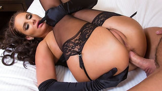Sex-loving chick Phoenix Marie gets impaled in the sideways pose