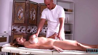 Stunning bosomy babe Suzie enjoys great combination of massage and anal
