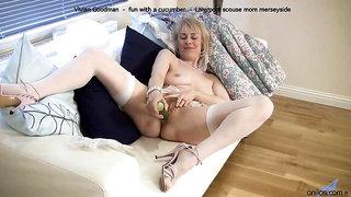 Brit mommy Vivien - the cucumber utter .MOV