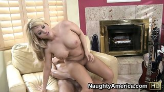 Heather Summers gets a cock in her hole and gets on to go cowgirl