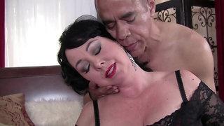 Big boobed obese mature had sex rough