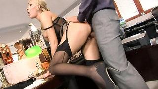 Long legged porn starlet gets nailed by a hunk
