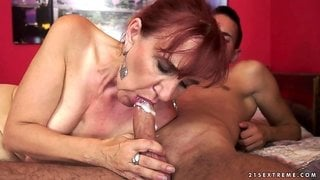 Mature senorita is once again ready to have her vagina stuffed