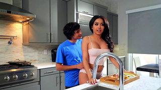 Aaliyah Hadid treats stepmom Alura TNT Jenson to a Mother's Day treat
