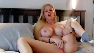 Webcam ladies Lilly & Casca are rubbing pussies
