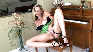 Cassy torri piano pussy