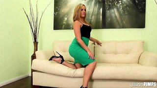 Goddess Alexis Texas leaves her heels on while fucking her vibrator