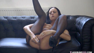 Sultry Eveline Neill needed release, so she used a toy all by herself
