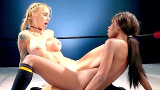 Lesbian catfight in the ring with two amazing babes