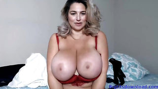 Blondie with gigantic breasts webcam video
